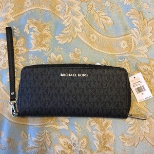 NWT Michael Kors Jet Set Travel Clutch